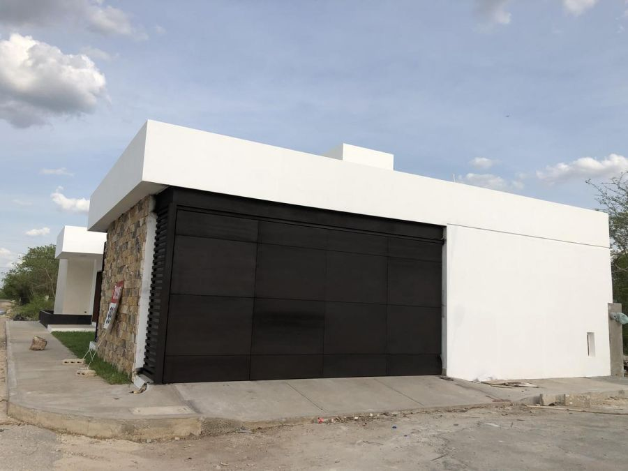 Casa en esquina de una planta para estrenar. Merida Casas entrada a Cholul