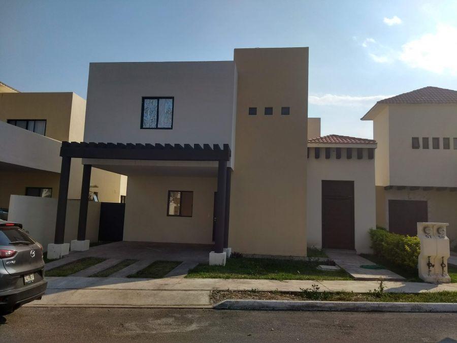 Renta Casa con Alberca en Privada Santa Cruz Conkal, Merida 9991298998 Yucatan