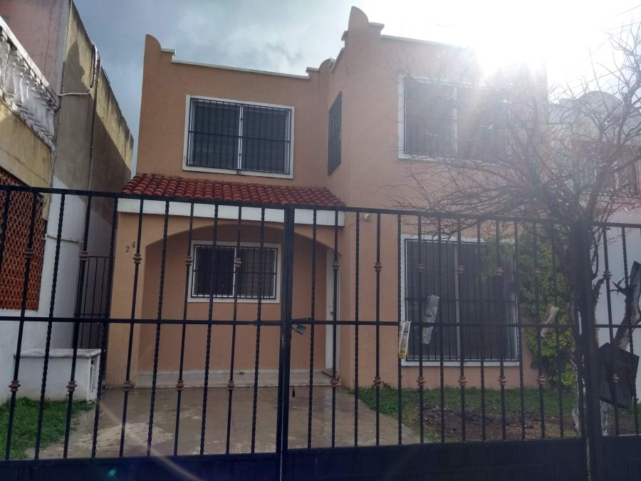 Casa con alberca en Vista Alegre Norte Merida a un paso de Altabrisa. Renta